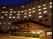 ロイヤルホテルは総客室数234室、充実の施設を備えています。