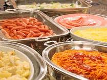 【朝食バイキング】あれもこれも…ついつい食べ過ぎちゃう?※写真はイメージです