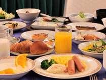 おなかいっぱい朝食を食べてお出かけ! ※写真はイメージです