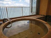 展望風呂付特別客室「天海別亭」。お部屋のお風呂からのオーシャンビュー。