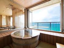 展望風呂付特別和室「天海別亭」からの海。