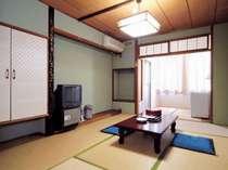 和室のお部屋です。ゆったりとお寛ぎ下さいませ。