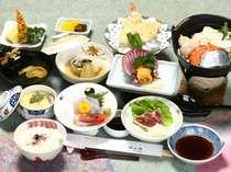 【お食事一例】地元若狭の旬な魚介類をふんだんに使ったお料理をご堪能下さい。