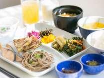 和洋ブッフェの朝食 和食盛り付け例。長野市地産地消推進協議会の協力店です。