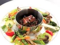 <お料理グレードUP>伝統のフランス料理を眺望ダイニングで楽しむ(2食付) ~牛フィレ&ロース食べ比べ~