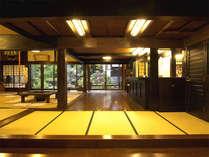 *【ロビー/くつろぎ処】250年前の江戸時代の庄屋屋敷を本館に活かしています。