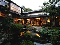 *【中庭】建物、お部屋、庭園の全てが美しい和の空間です。