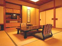 【四季の間:千広】窓辺に竹林をご覧いただける眺望の良いお部屋。