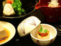 *夕食一例/思わず箸を止めて眺めてしまうほどの美しい盛り付け。