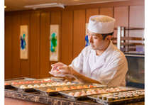 夕食ビュッフェ オープンキッチン握り寿司