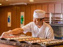 夕食ビュッフェ オープンキッチンでは握りたてのお寿司が楽しめる