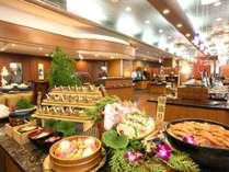 お食事はビュッフェスタイル お刺身や天婦羅、お寿司にデザート、どうぞ召し上がれ♪