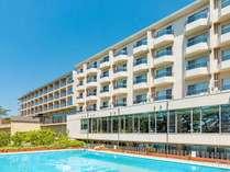 ホテル外観 夏季は屋外プールも営業館内は全館フリーWiFiが通っています。