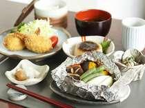 ★日替わり夕食 人気のおふくろの味は食べ応え有る夕食 一例