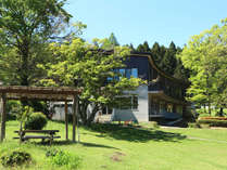 ・東山荘と新緑
