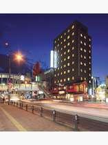 『ホテル外観(夜)』