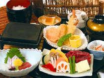【レストラン】人気No.1御膳:和牛陶板焼・お刺身・天婦羅など全9品