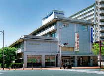 小倉リーセントホテル表面玄関側写真です。