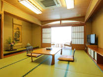 【北館・和室10畳】モダンな造りのこのお部屋は、落ち着きある雰囲気から癒しを感じることができます