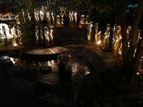 当館向かいの『しらさぎの足湯』とライトアップ。今年は灯り倍増しでおもてなしです♪