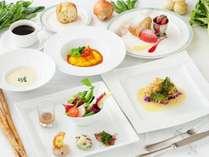 2018年3月【星屑コース】一例。シェフ厳選の有機野菜と魚料理を気軽に楽しめるディナーです。
