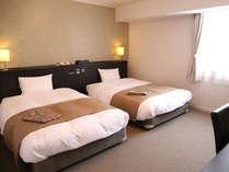 ツインルーム(ベッド幅120cmのセミダブルベッド2台)