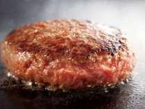 (メニューの一例で『手作りハンバーグ』)人気の洋食の品々を日替わりの「おまかせメニュー」でおもてなし。