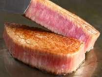 黒毛和牛が持つ旨味と柔らかな食感を、分量たっぷりLサイズのステーキで…