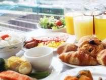 行きかう電車を眺めながらの朝食もおすすめです★※画像はイメージです。