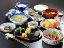 甘みがぎゅっと詰まった嬬恋産キャベツや、旬の地元食材を使った料理をお届けいたします。