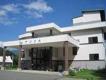 1997年オープンの全室、バス・トイレ付のチョットお洒落なプチホテル。スキー場までは徒歩1分です。