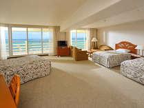 広さ50平米の海側コーナールーム(4ベッドタイプ)