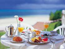 海沿いの開放的な雰囲気での朝食は、リゾートのお楽しみのひとつ☆