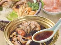 天然キノコを約30種類詰めたスープ