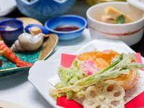 *お夕食一例/地元の食材を活かした料理長オリジナル加賀会席料理をご堪能下さい。