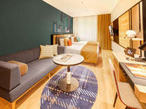ゆったりとしたつくりの、木のぬくもりを感じるモダンなお部屋。