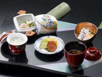 会席始まりの前の一膳、矢田屋オリジナル「本膳一之膳」。