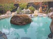 *女湯露天風呂/美しい庭園に囲まれて広々とお入りいただけます