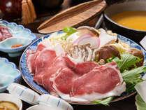 *夕食一例/季節のお野菜やきのこを使った囲炉裏鍋の肉料理
