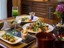 【夕食イメージ】自然のうまみを味わう創作料理。