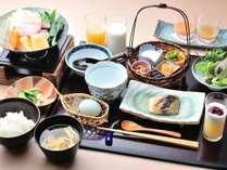 【朝食】地元野菜を中心にした身体に優しい朝食をご用意。那須高原ならではの健やかな朝をお迎えください。