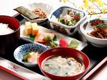 【朝食】ご飯おかわり自由ですのでもりもりお召し上がりください。