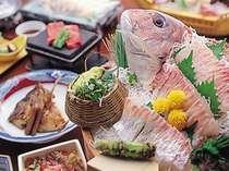 鯛やマグロのお造り、国内産牛石焼など盛り沢山の会席