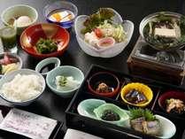 温泉を使った名物料理(温泉湯豆腐や温泉卵)や三重県産こしひかりの炊き立てご飯など充実の和朝食