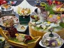伊勢海老造り、松阪牛すき焼き、揚げたて天ぷら、季節貝のワイン蒸し、季節の釜飯他、全11品の会席。