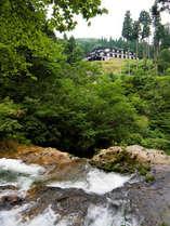 瀧見館の由来はこの眺望から。銀山唯一の宿。