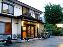 【外観】全10室の小さな民宿です。お家にいるような心地良い空間と雰囲気造りを心がけています♪