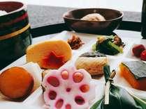 お部屋に和朝食をお届けいたします。