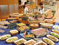 自慢の「瀬戸内水軍バイキング」。約50種類のお料理をご用意!素材と愛媛らしさにこだわっています!