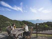 【ウッドテラス】心地よい潮風を感じながら、瀬戸内海の多島美を楽しむ♪